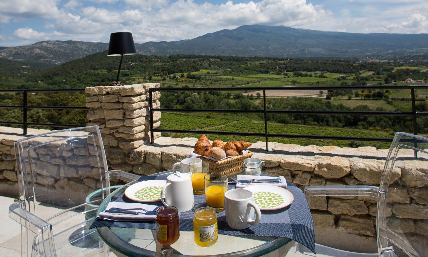 La Maison de Crillon - votre petit-déjeuner face au Mont Ventoux